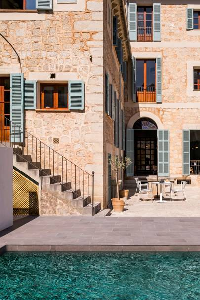 1902 Townhouse, Soller