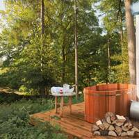 The outdoor hot tub at Gilpin Lake House