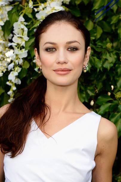 Ojos verdes - Famosas y famosos con los ojos de color VERDE Olga-kurylenko-conde-nast-traveller-2april15-getty_