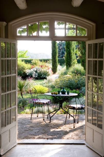 Sarah James, online associate – Provence, France