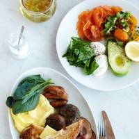 ELIZABETH HAIGH EATS BREAKFAST AT GRANGER & CO