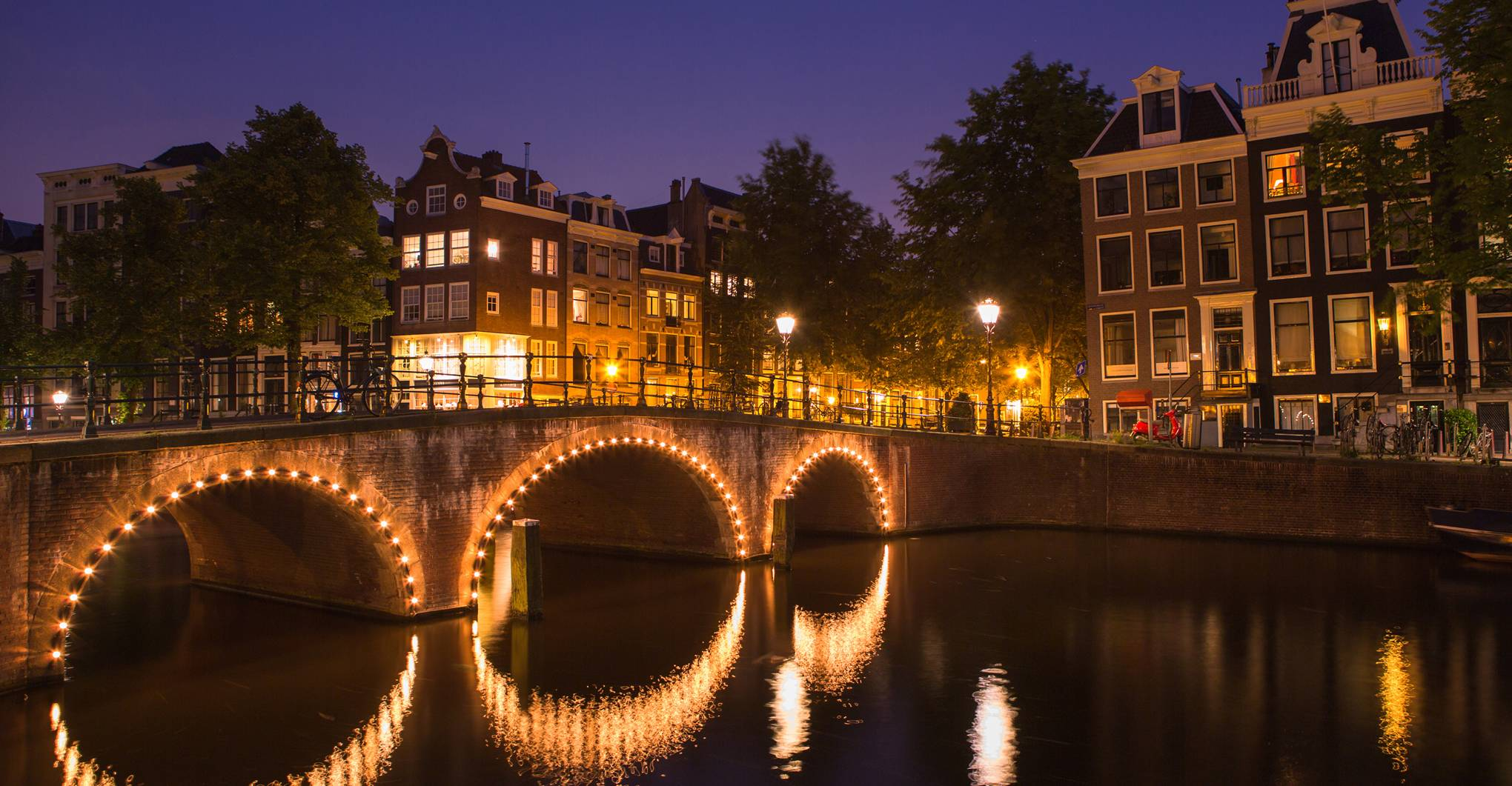 10 cool things to do in Amsterdam at night