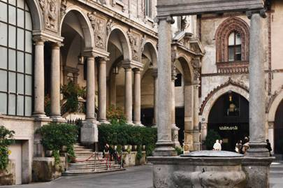 Piazza dei Mercanti, Milan