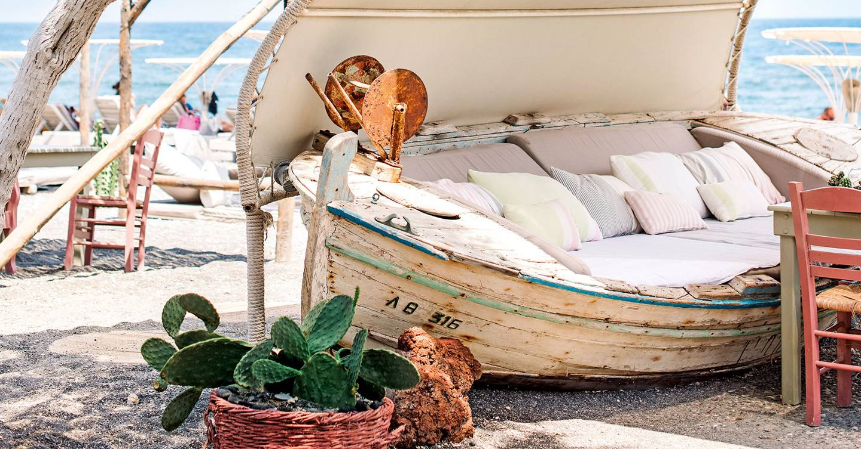The best beach bars in Santorini