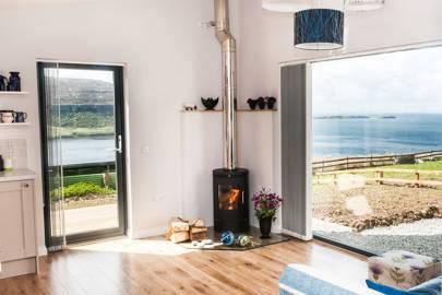 Blue Moon Studio, Skye, Scotland (via Airbnb)