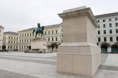 The Schöner Wohnen plinth, Munich