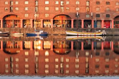 EXPLORE THE LEEDS AND LIVERPOOL CANAL