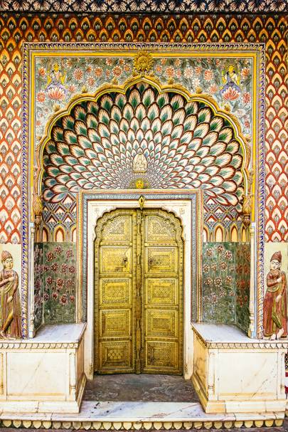 12. Hunting for gems in the flamingo-pink city of Jaipur
