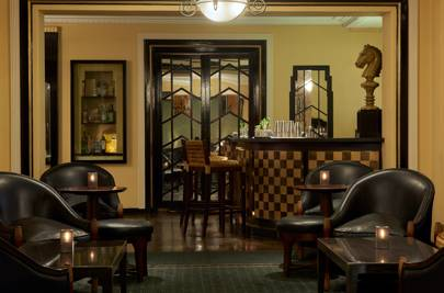 KNIGHT'S BAR, SIMPSON'S IN THE STRAND