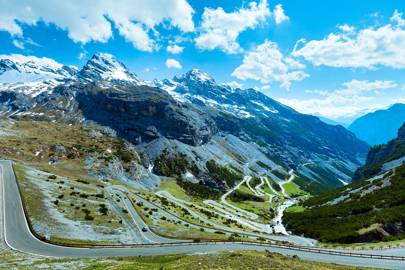 5. RACE SUPERCARS IN THE SWISS ALPS