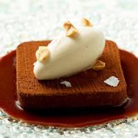 Ongoing: Cakes & Bubbles at Café Royal