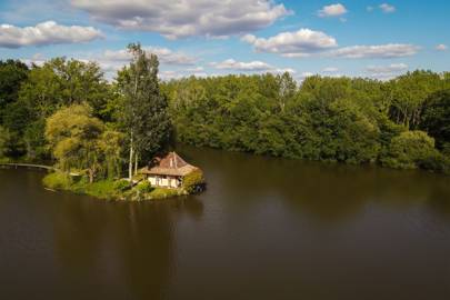 A COSY LAKE HOUSE IN THE DORDOGNE