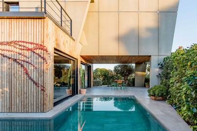 A smart beach villa on the Costa Blanca