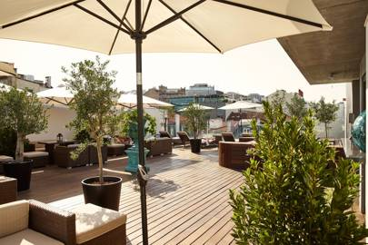 12. Deck 7 Bar & Rooftop Lounge at Porto Bay Liberdade