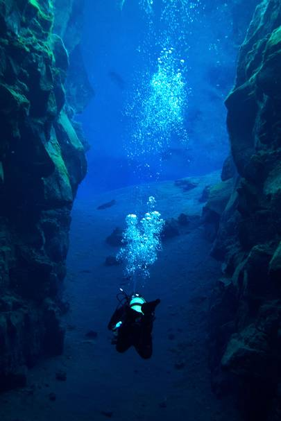 2. DIVE BETWEEN TWO CONTINENTS