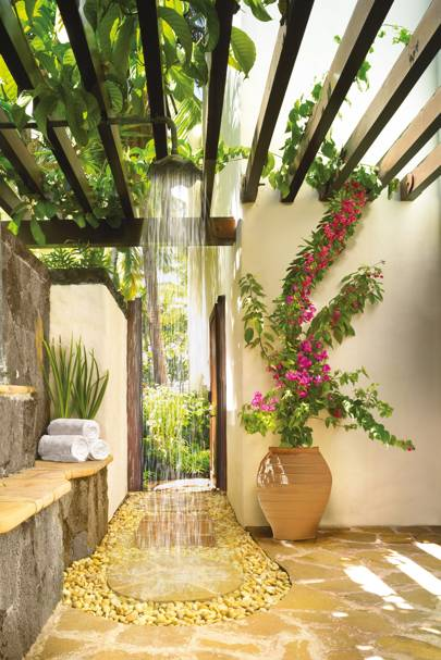 outdoor bathroom at the oneonly le saint gran on mauritius - Outdoor Bathroom