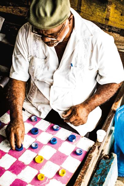 48b1b0d8d2a Playing draughts in Cartagena