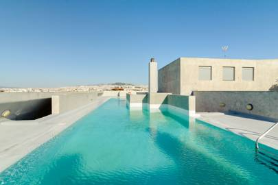 A studio with a rooftop pool in Athens, Greece