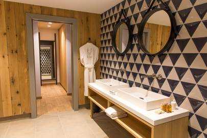Best ski hotels for families cn traveller - Le yule val d isere ...